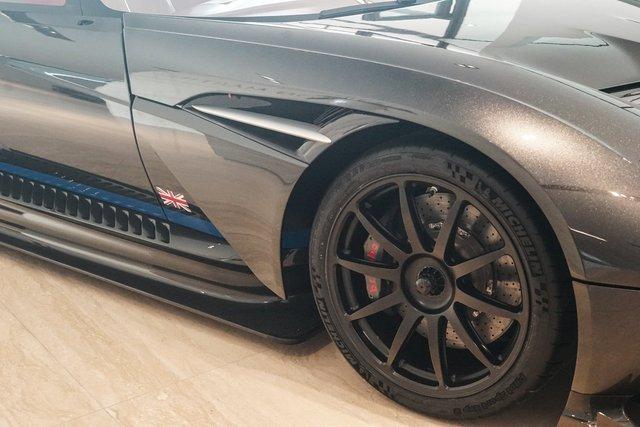 Aston Martin Vulcan mới chạy  60 km được rao bán với giá khóc thét - Ảnh 4.
