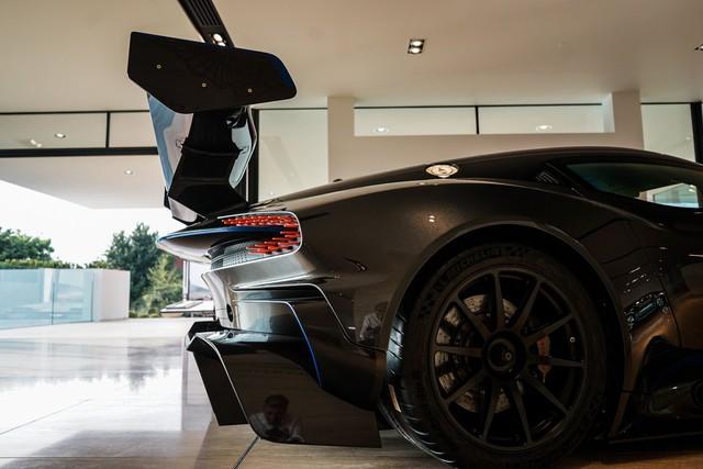 Aston Martin Vulcan mới chạy  60 km được rao bán với giá khóc thét - Ảnh 5.