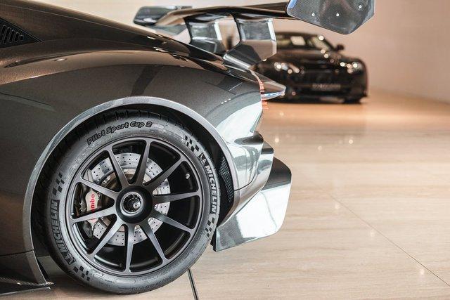 Aston Martin Vulcan mới chạy  60 km được rao bán với giá khóc thét - Ảnh 6.