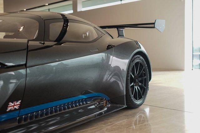 Aston Martin Vulcan mới chạy  60 km được rao bán với giá khóc thét - Ảnh 7.