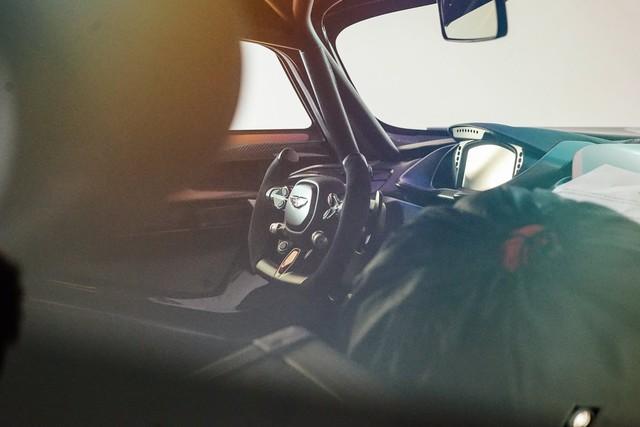 Aston Martin Vulcan mới chạy  60 km được rao bán với giá khóc thét - Ảnh 9.