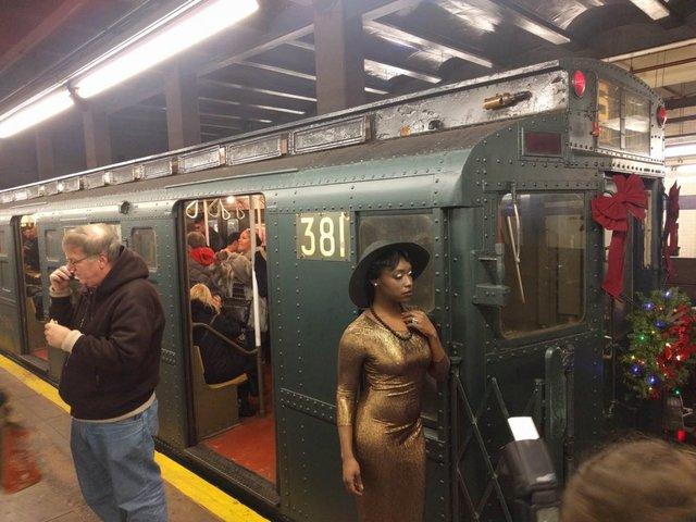 Khám phá đường xe lửa cổ điển rất đặc biệt giữa lòng thành phố New York - Ảnh 8.