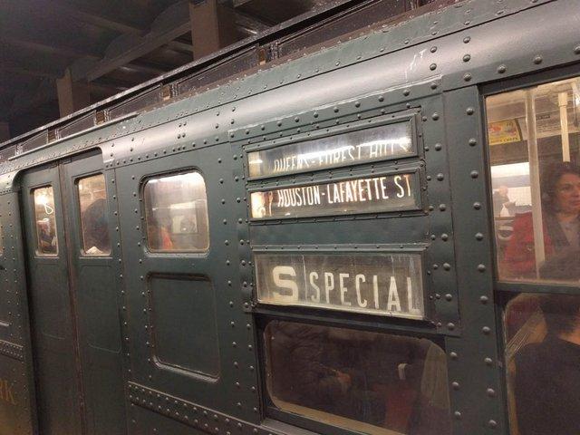 Khám phá đường xe lửa cổ điển rất đặc biệt giữa lòng thành phố New York - Ảnh 11.