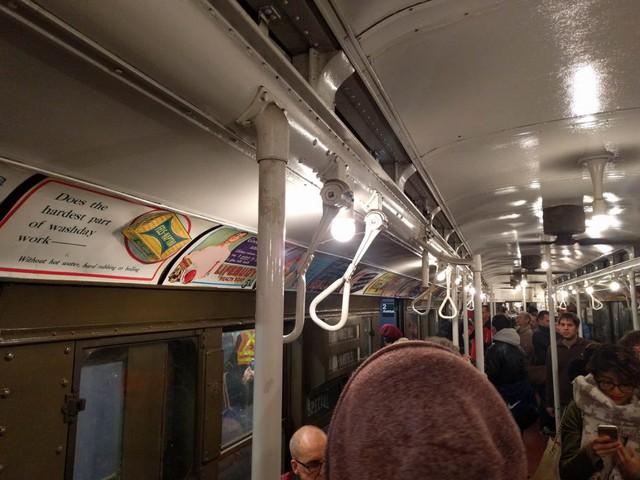 Khám phá đường xe lửa cổ điển rất đặc biệt giữa lòng thành phố New York - Ảnh 15.