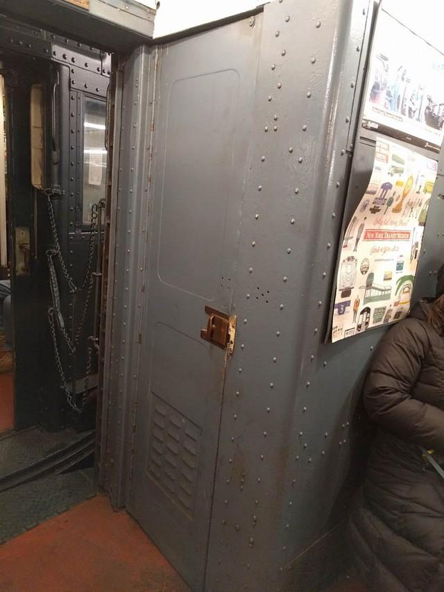 Khám phá đường xe lửa cổ điển rất đặc biệt giữa lòng thành phố New York - Ảnh 25.