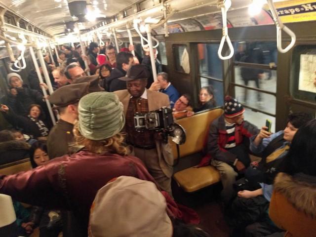 Khám phá đường xe lửa cổ điển rất đặc biệt giữa lòng thành phố New York - Ảnh 31.