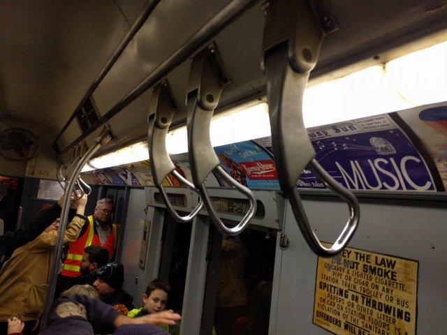 Khám phá đường xe lửa cổ điển rất đặc biệt giữa lòng thành phố New York - Ảnh 37.