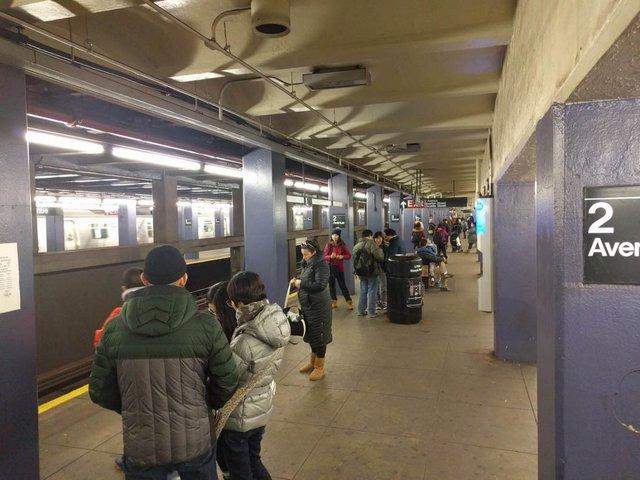 Khám phá đường xe lửa cổ điển rất đặc biệt giữa lòng thành phố New York - Ảnh 3.