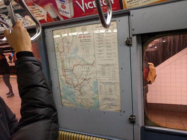 Khám phá đường xe lửa cổ điển rất đặc biệt giữa lòng thành phố New York - Ảnh 40.