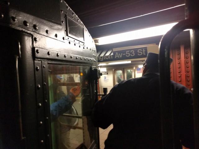 Khám phá đường xe lửa cổ điển rất đặc biệt giữa lòng thành phố New York - Ảnh 42.