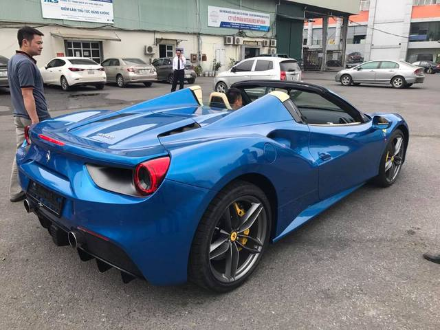 Thiếu gia 9X Hà thành đưa siêu xe Ferrari 488 Spider đầu tiên về Việt Nam - Ảnh 2.