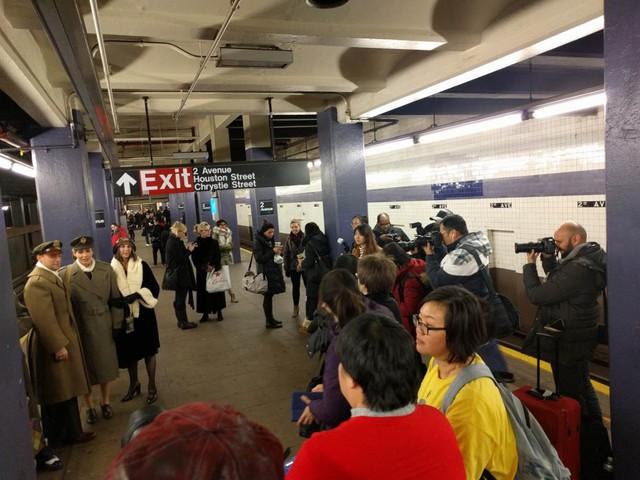 Khám phá đường xe lửa cổ điển rất đặc biệt giữa lòng thành phố New York - Ảnh 4.