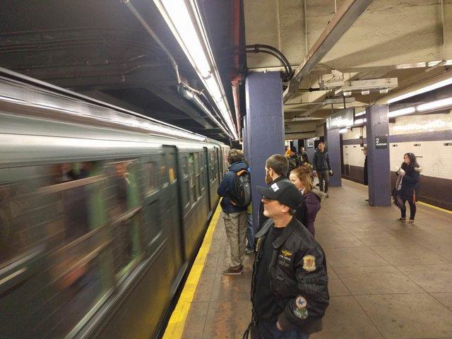 Khám phá đường xe lửa cổ điển rất đặc biệt giữa lòng thành phố New York - Ảnh 6.