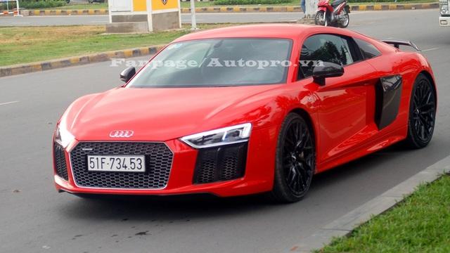 Sau 5 ngày xuất hiện trong garage triệu đô, Audi R8 V10 Plus của Phan Thành ra biển trắng