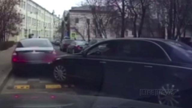 Tai nạn đắt đỏ: Hai chiếc Maybach đâm vào nhau