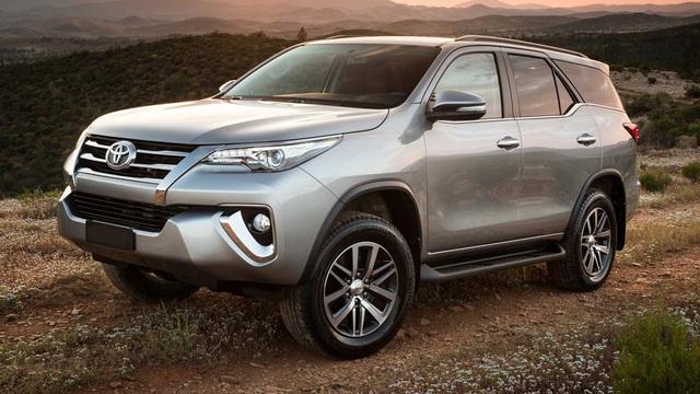 Toyota Fortuner 2017 trình làng tại Dubai, có động cơ xăng 4.0 lít