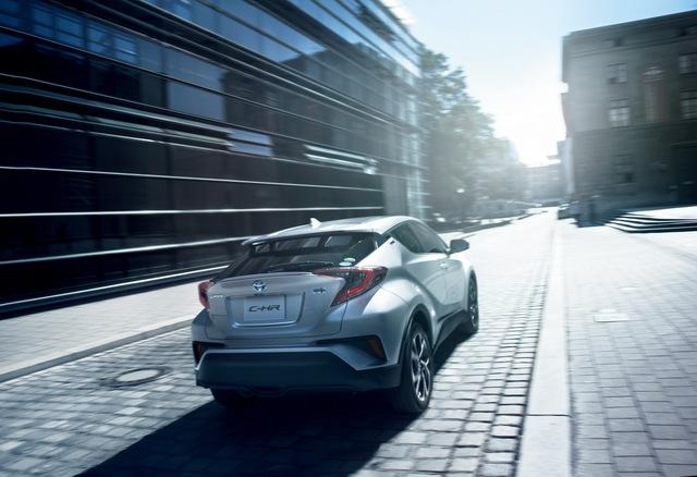 Toyota C-HR bắt đầu ra đại lý tại Nhật Bản, giá từ 488 triệu Đồng - Ảnh 2.