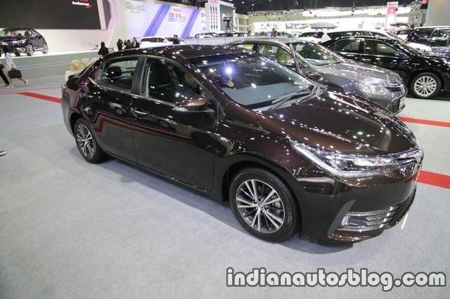 Cách đây không lâu, hãng Toyota đã chính thức công bố những thông tin và hình ảnh cụ thể liên quan đến dòng Corolla Altis 2017 tại thị trường Thái Lan. Đây chính là dòng Toyota Corolla Altis nâng cấp sẽ sớm ra mắt tại các thị trường Đông Nam Á khác như Việt Nam và Malaysia.