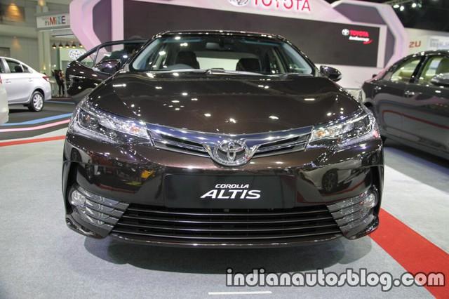 Trong triển lãm Thai Motor Expo 2016 hiện đang diễn ra tại Thái Lan, hãng Toyota đã đưa Corolla Altis 2017 đến để trưng bày. Nhờ đó, chúng ta có thể biết rõ chân dung ngoài đời thực của Toyota Corolla Altis 2017 sẽ về Việt Nam trong thời gian tới.