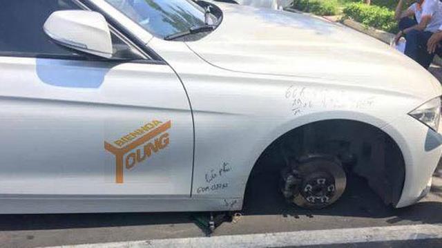 Biên Hòa: BMW 3-Series bị ăn trộm bánh trong bãi gửi xe của bệnh viện