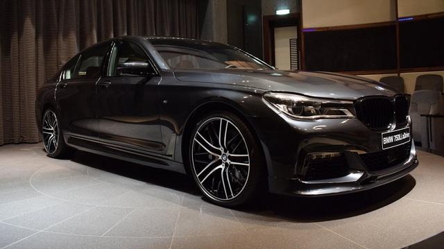 Chiêm ngưỡng BMW 750Li đời mới màu xám Singapore đẹp mắt