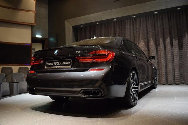 Hiện chưa rõ tổng chi phí của việc mang đến diện mạo khác biệt cho chiếc BMW 750Li xDrive 2016. Chỉ biết, hệ dẫn động của chiếc BMW 750Li xDrive 2016 này không có gì thay đổi so với xe tiêu chuẩn.