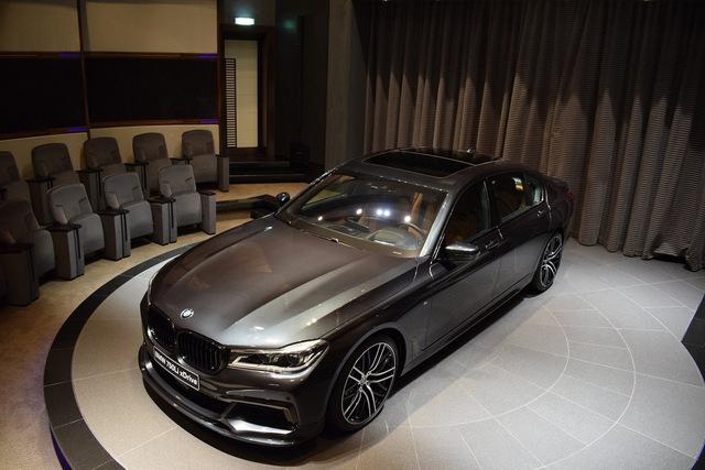 BMW 750Li rõ ràng không phải là phiên bản mạnh nhất trong dòng 7-Series thế hệ mới. Thế nhưng, BMW 750Li 2016 vẫn là lựa chọn của không ít khách hàng trên toàn thế giới.
