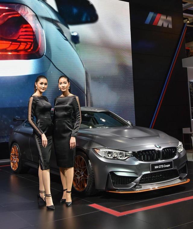 Trong triển lãm Thai Motor Expo 2016, hãng BMW đã chính thức giới thiệu mẫu xe thể thao M4 GTS với người tiêu dùng Thái Lan. Theo hãng BMW, chỉ có đúng 2 chiếc M4 GTS được bán tại thị trường Thái Lan với giá khởi điểm lên đến 13,999 triệu Baht, tương đương 8,85 tỷ Đồng. Dù có giá cao như vậy nhưng 2 chiếc BMW M4 GTS đã nhanh chóng tìm thấy chủ nhân trong thời gian chưa đến nửa ngày diễn ra triển lãm.