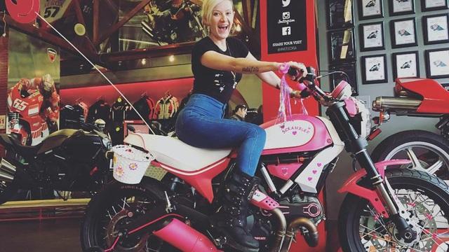Ducati Scrambler màu hồng cực xinh cho các nữ biker