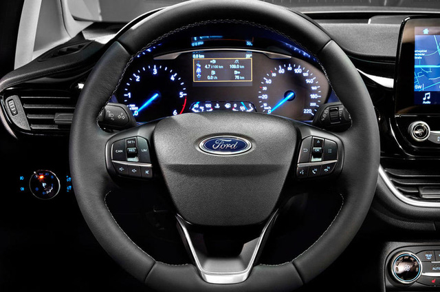 Chưa hết, Ford Fiesta thế hệ mới còn an toàn hơn với những công nghệ như hỗ trợ đỗ xe chủ động, kiểm soát hành trình thích ứng, giới hạn tốc độ tùy chỉnh, đèn pha tự động, phát hiện điểm mù, cảnh báo giao thông phía sau, thông tin khoảng cách an toàn, cảnh báo người lái, cảnh báo va chạm trực diện, hỗ trợ đỗ xe trước/sau, hỗ trợ khởi hành ngang dốc, hỗ trợ duy trì làn đường, cảnh báo duy trì làn đường, phát hiện người đi bộ và nhận diện biển báo giao thông.