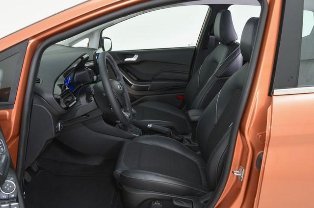 Theo hãng Ford, Fiesta thế hệ mới được trang bị hệ thống treo rắn chắc hơn trước, mang đến khả năng xử lý sắc bén.