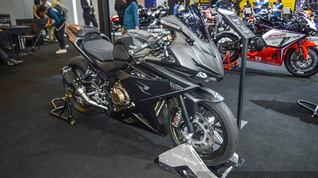 """Honda CBR500R """"lột xác"""" với màu sơn xám mờ hầm hố"""
