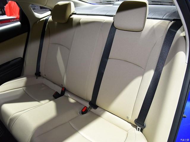 Nội thất đơn sơ của Honda Civic 180Turbo 2016