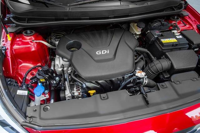 Trái tim của Hyundai Accent Value Edition 2017 là khối động cơ xăng 4 xy-lanh, dung tích 1,6 lít, sản sinh công suất tối đa 137 mã lực tương tự các phiên bản khác. Động cơ này kết hợp với hộp số tự động 6 cấp. Hyundai Accent Value Edition 2017 không có hộp số sàn 6 cấp tùy chọn.