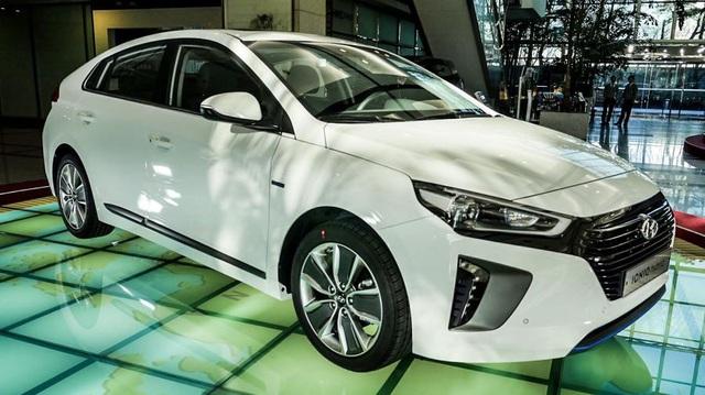 """Vừa ra mắt, xe """"3 trong 1"""" Hyundai Ioniq đã bị lỗi"""