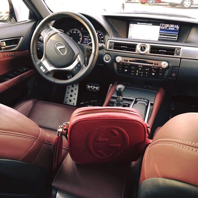 Cận cảnh nội thất chiếc Lexus GS350 F-Sport của Jennifer Phạm. Ảnh: FBNV