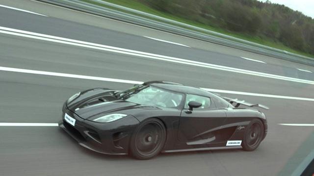 Xem Koenigsegg Agera R chạy ở 330 km/h trên đường không giới hạn tốc độ