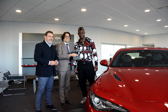 Tiền đạo Mario Balotelli mua xe thể thao mới giá 2 tỷ Đồng - Ảnh 1.