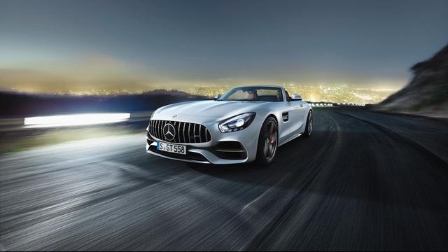 Mercedes-AMG GT Roadster ra mắt, vận tốc không dưới 300 km/h