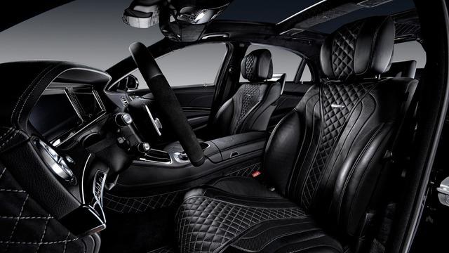 Có người nhận xét, phần nội thất của chiếc Mercedes-AMG S63 sau khi qua tay hãng độ Vilner như xe dành cho Hoàng gia. Có vẻ như hãng độ Vilner muốn người ta cảm thấy nội thất của Mercedes-Maybach S600 chẳng là gì.