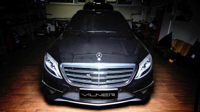 Những kỹ sư tại hãng độ Vilner đến từ Bulgaria vốn rất giỏi trong việc tăng thêm vẻ ấn tượng cho những chiếc xe vốn đã rất sang chảnh và thể thao như Mercedes-AMG S63. Phiên bản độ mới nhất dựa trên chiếc sedan thể thao hạng sang Mercedes-AMG S63 của Vilner đã chứng minh điều đó.
