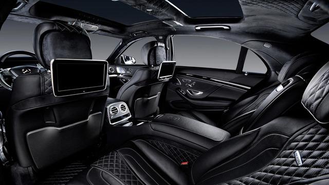 Đáng tiếc là trái tim nguyên bản của chiếc Mercedes-AMG S63 vẫn được giữ nguyên. Có lẽ là do chủ nhân không phàn nàn về khối động cơ V8, tăng áp kép, dung tích 5,5 lít, sản sinh công suất tối đa 577 mã lực của chiếc Mercedes-AMG S63 này.