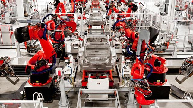 Ghé thăm nhà máy có 150 rô-bốt được đặt tên theo X-Men của Tesla