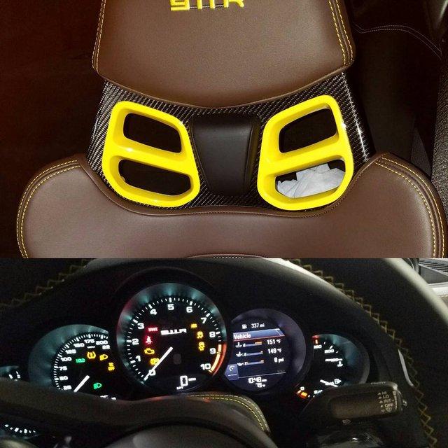 Nội thất bên trong chiếc Porsche 911 R