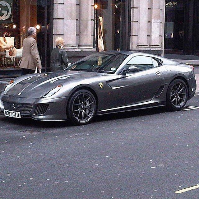 """""""Phát hờn"""" với bộ sưu tập siêu xe Ferrari của một đại gia"""