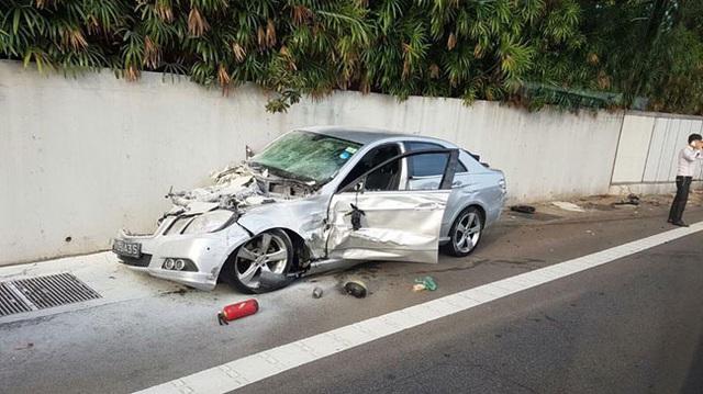 Mercedes-Benz E-Class chạy ngược chiều, gây tai nạn liên hoàn khiến 1 người tử vong