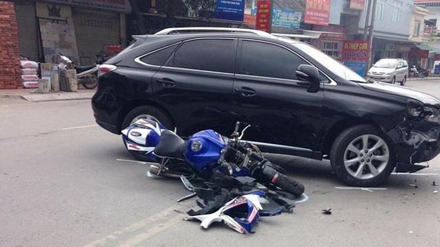 Quảng Ninh: Mô tô Suzuki va chạm với SUV sang Lexus RX