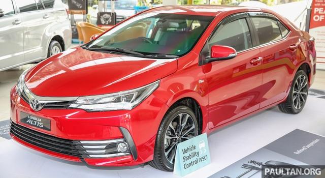 Vào hồi cuối tháng 11 vừa qua, mẫu sedan cỡ nhỏ Toyota Corolla Altis nâng cấp đã chính thức ra mắt tại thị trường Thái Lan với giá dao động từ 799.000 - 1.079.000 Baht, tương đương 508 - 686 triệu Đồng. Đến nay, Toyota Corolla Altis 2017 tiếp tục được giới thiệu tại thị trường Malaysia với giá cao hơn.