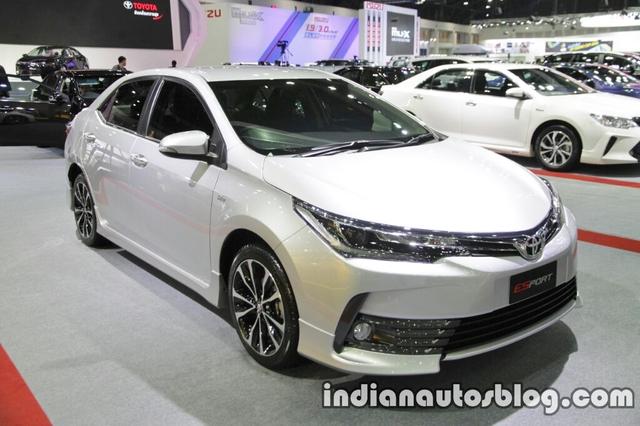 So với bản thường, Toyota Corolla Altis ESport 2017 có một số điểm nhấn khác biệt về mặt thiết kế. Nhìn chung, Toyota Corolla Altis ESport 2017 trông thể thao hơn bản thường và có giá 939.000 Baht, tương đương 597 triệu Đồng.