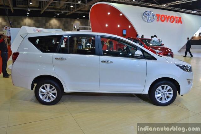 Tại Các tiểu vương quốc Ả-Rập Thống Nhất (UAE), một trong những thị trường lớn nhất của Toyota Trung Đông, Innova Crysta được bán với giá khởi điểm từ 93.900 Dirham, tương đương 581 triệu Đồng. Như vậy, Toyota Innova thế hệ mới tại Trung Đông rẻ hơn rất nhiều so với xe ở Việt Nam. Chính thức ra mắt thị trường Việt Nam từ tháng 8 năm nay, Toyota Innova 2016 có giá khởi điểm từ 793 triệu Đồng.
